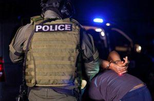 מתי מותר לשוטר לערוך חיפוש סמים על גוף של חשוד?